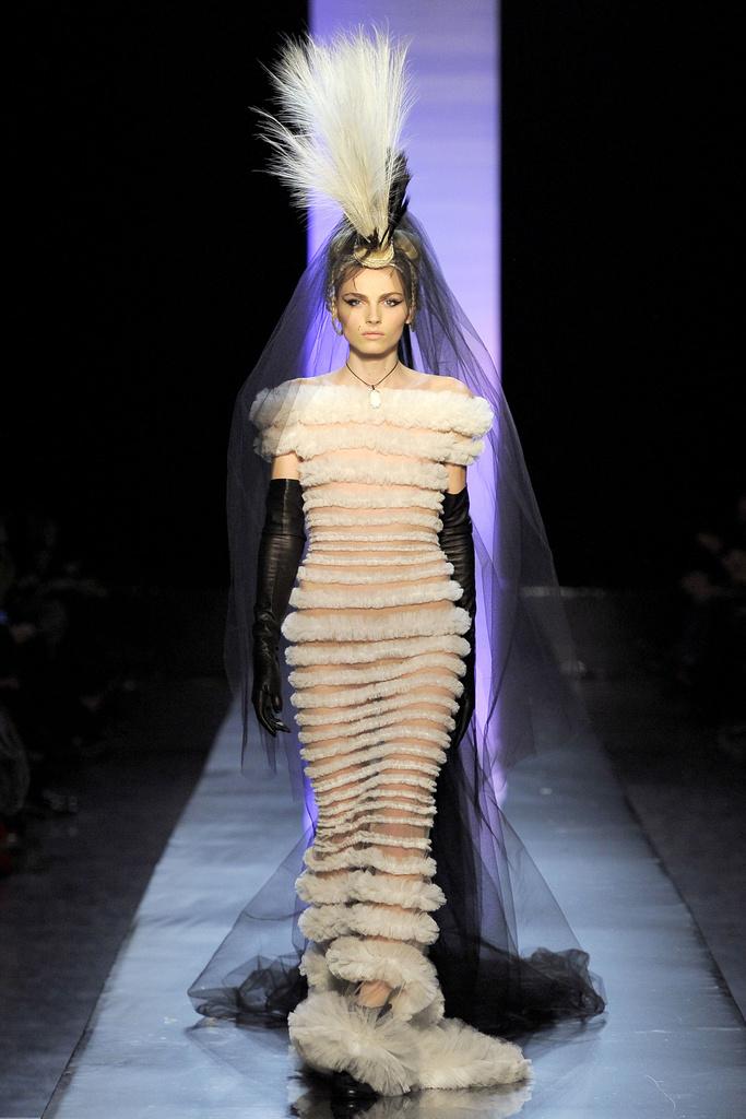 Iconoclast jean paul gaultier haute couture s s 2011 for Haute couture male